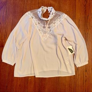Forever 21 lace cream blouse Medium NWT